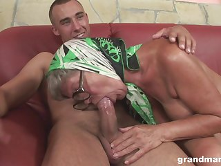 Perverted mature hoe with saggy titties feels great riding sloppy cock