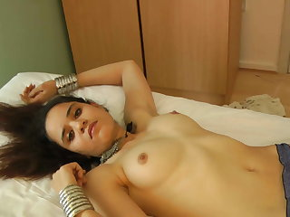 Magnificent Indian Babe Jasmine In White Sari Getting Unmask