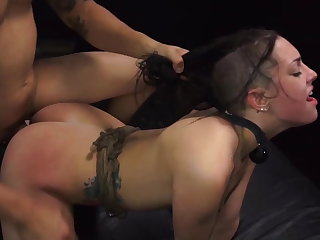 Girl earns a ride quarters with rough sex